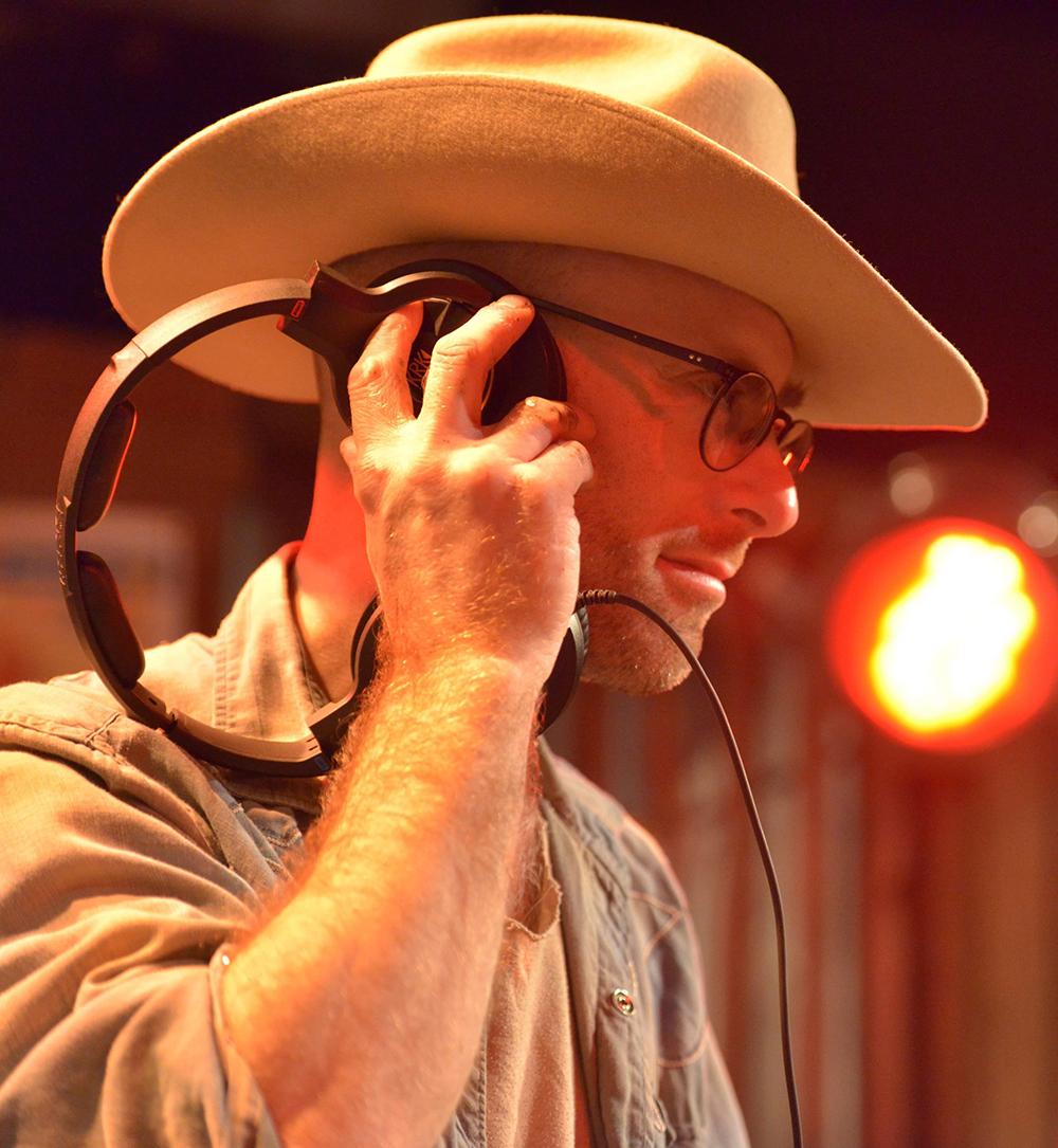 Hank JD Sleek Black Deer Festival